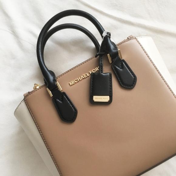 c1eac87e20b8 ... best price michael kors carolyn small handbag bnwt 3e52a 94a44